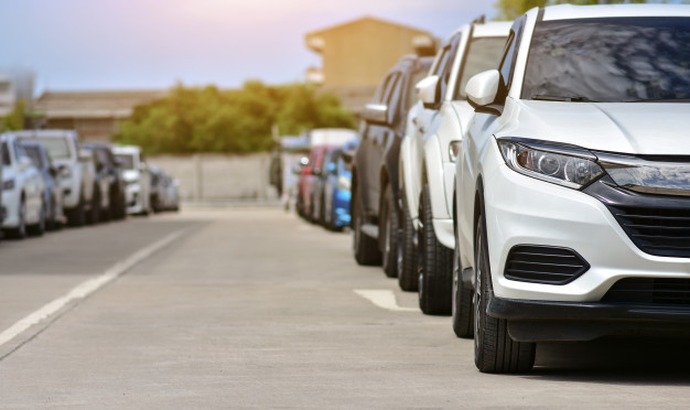 cars-parked-road_10541-812